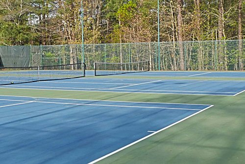 Courts are able to be booked by members at Crowthorne Tennis Club