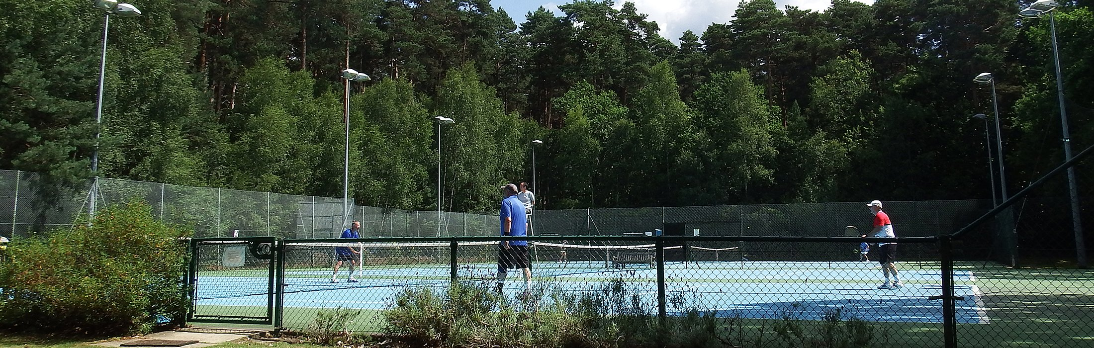 About Crowthorne Tennis Club and the village of Crowthorne, Berkshire