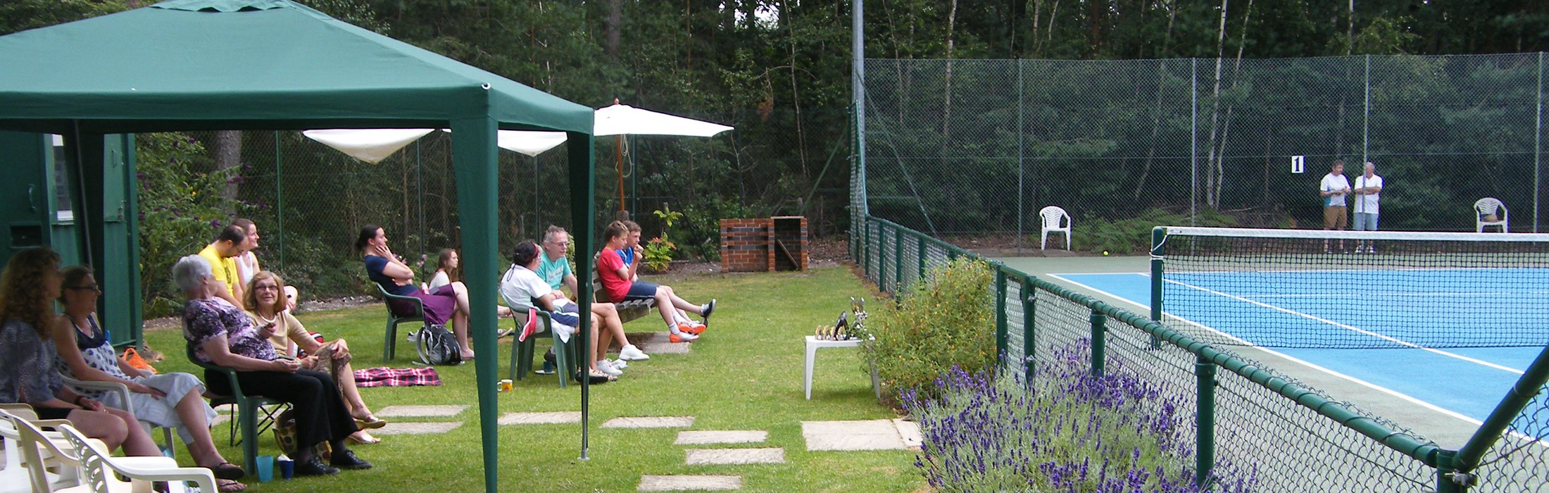 Members enjoing the Finals Day at Crowthorne Tennis Club